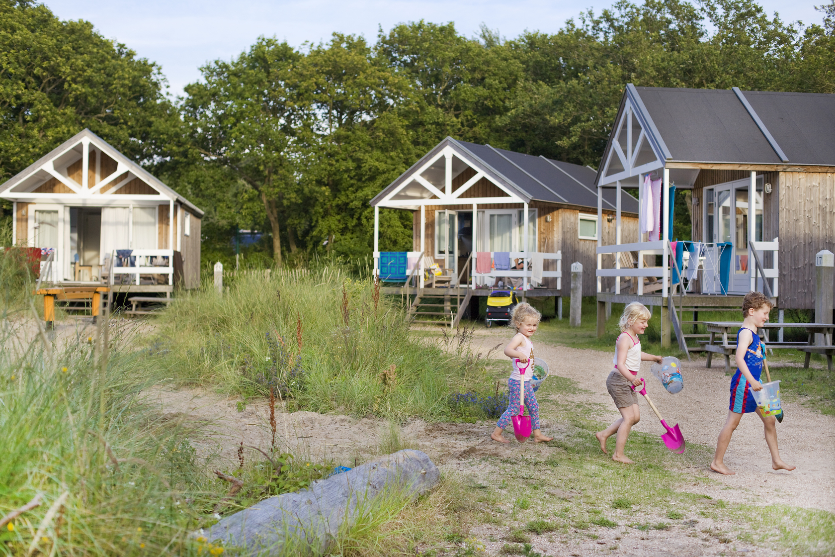 Beach cabin prices reserve camping geversduin for Beach cabin kits